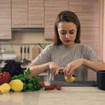 Temporada de cremas y sopas: INTAKT te presenta los snacks crutones de queso sin gluten